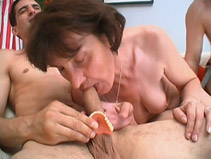 Video porn 2 mecs, 1 fille porno