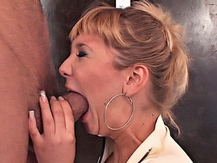 Adriana Wild une porno star en pleine baise hard
